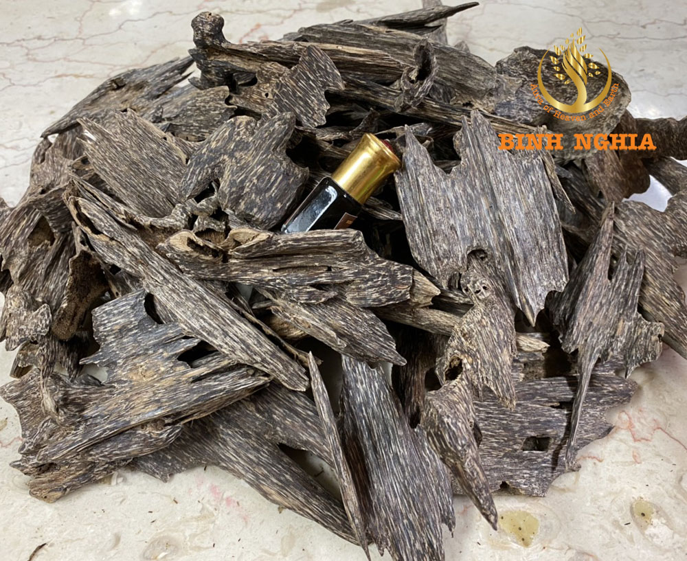 WHAT IS OUD/AGARWOOD?